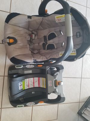 Chicco car seat and base for Sale in Strongsville, OH