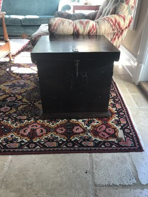Vintage chest/ coffee table/ end table for Sale in Brooklyn, NY