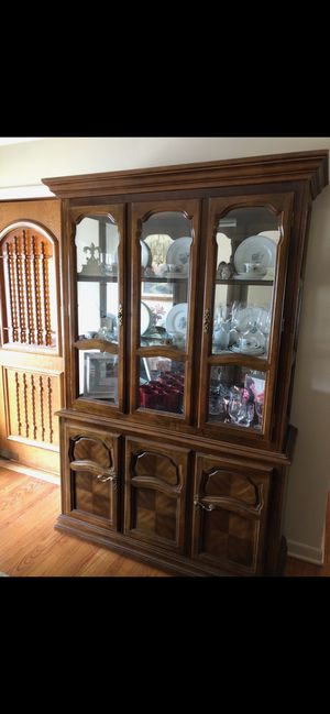 FREE credenza with lighted hutch for Sale in Des Plaines, IL