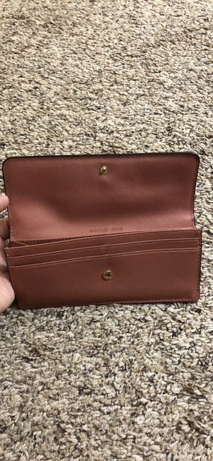 Michael Kors pink wallet for Sale in Mooresville, IN