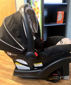 Graco SnugRide Click Connect 35 Infant Car Seat And Base for Sale in Vancouver, WA