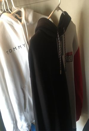 Tommy Sweatshirt/ jacket/ sweater, clothes for Sale in Fresno, CA