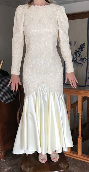 Wedding dress - size 4 - mermaid style for Sale in Canton, IL