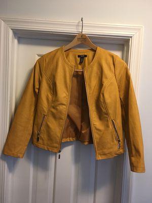 Alfani petite Yalow women's leather motorcycle jacket for Sale in Alexandria, VA