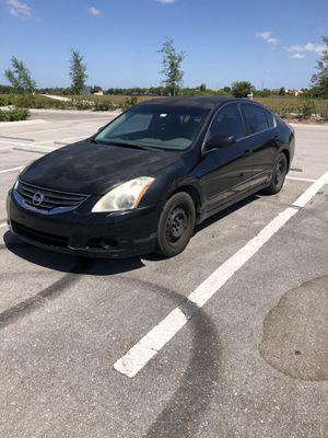 2010 Nissan altima for Sale in Cape Coral, FL