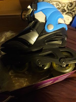Womens Brand New Roller Blades size 8 with knee pads $10 for Sale in Goodyear, AZ