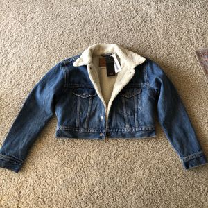 LEVI'S Cropped Sherpa Trucker Jacket for Sale in San Diego, CA