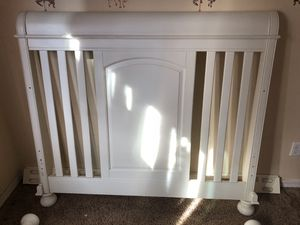 Bellini Convertible Crib to full size bed for Sale in Phoenix, AZ