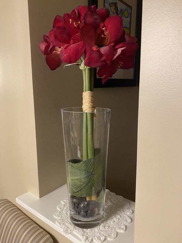 Decorative Clear Vase /w Flowers
