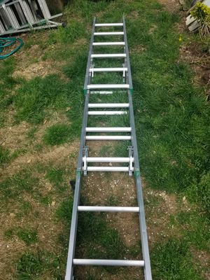 Werner 18' Sliding Ladder for Sale in North Springfield, VA