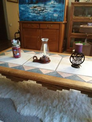 WOODLEY'S FINE FURNITURE SOLID OAK AND CERAMIC COFFEE TABLE for Sale in Lakewood, CO
