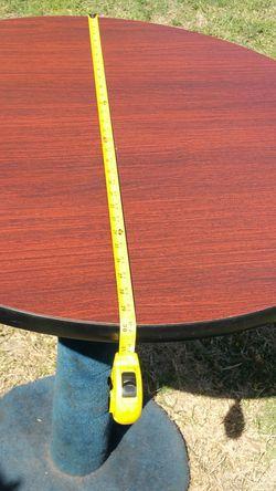 Mesa vuenas condisiones 40 dolaresq si quiere los stools a 25 cada uno for Sale in Baldwin Park,  CA