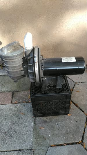 1 horsepower pool pump for Sale in St. Petersburg, FL