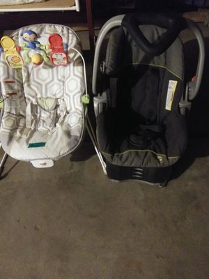 Car seat/ bouncy seat for Sale in Kendallville, IN