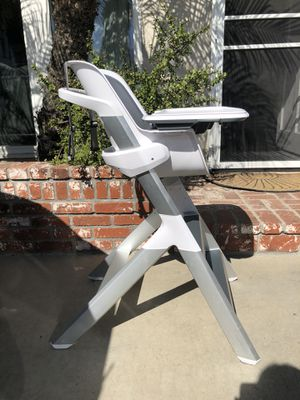 4 Moms Magnetic High Chair for Sale in Whittier, CA
