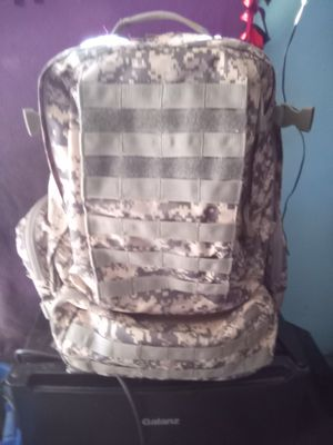 ARMY CAMO BACKPACK for Sale in Hesperia, CA