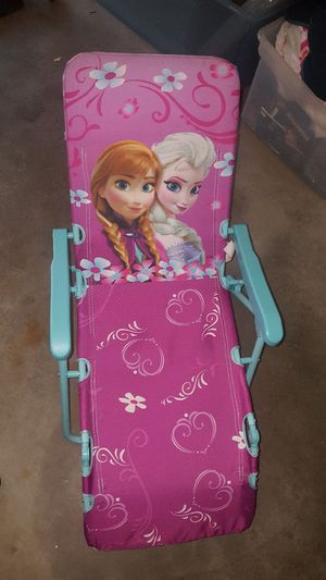 Disney's Frozen Elsa and Ana Full reclining beach chair for Sale in Lexington, MA