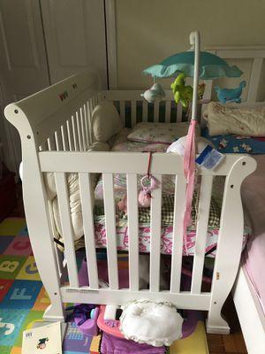 Davinci Kalani crib with toddler bed rail for Sale in Rolla, MO