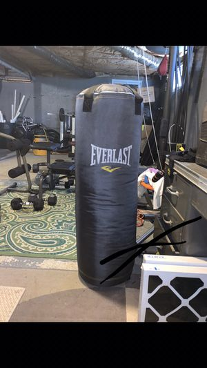 100 Pound Everlast Heavy Bag for Sale in Bay Shore, NY