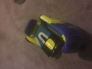 12oz boxing gloves for Sale in Washington, DC