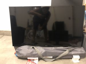 40 Inch Samsung Flat Screen SMART TV with wall mountain included for Sale in Irvine, CA