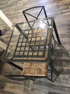 Small dinning table. Kitchen nook for Sale in Pico Rivera, CA