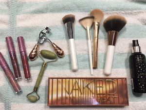 Urban Decay Palette IT Brush Kylie makeup lot NEW for Sale in Moore, OK