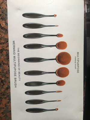 Oval flexible makeup brushes for Sale in Corona, CA