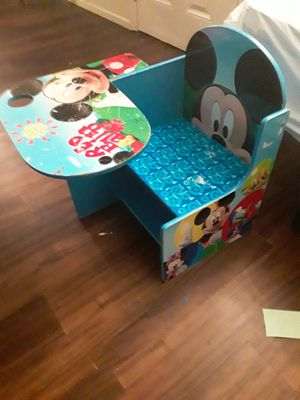 Loved kid desk. $8. Must meet up by 805 and bonita only. for Sale in Bonita, CA