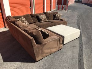 Gigantic sectional couch & footrest.. DELIVERY😀 for Sale in Las Vegas, NV