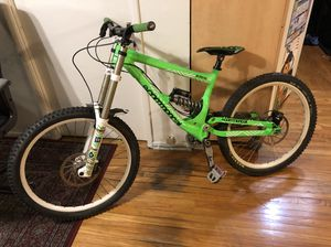 Commencal supreme DH V2, downhill mountain bike for Sale in Los Angeles, CA