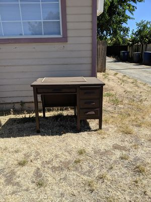 Free Desk for Sale in Woodlake, CA