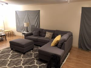 Reversible Sectional with ottoman for Sale in Fresno, CA