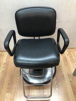 Hydraulic stylist chair for Sale in Ballinger,  TX