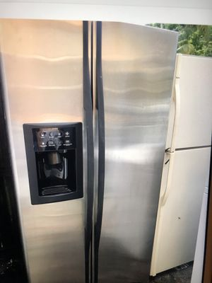 Ge refrigerator stainless steel for Sale in West Palm Beach, FL