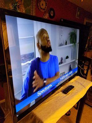 """PANASONIC VIERA TV DE 55""""INCH TIENE SU CONTROL ORIGINAL HDMI PORTS LIMPIESITA LISTA PARA USARSE ESTA DELGADITA NO TIENE STAND NO SMART for Sale in Tustin, CA"""