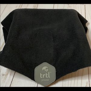 Trtl neck support travel pillow fleece wrap black for Sale in Youngstown, OH