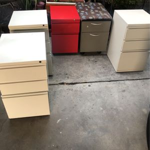 Small filing cabinet for Sale in East Los Angeles, CA