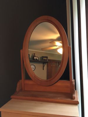 Dresser top mirror. for Sale in Oak Lawn, IL