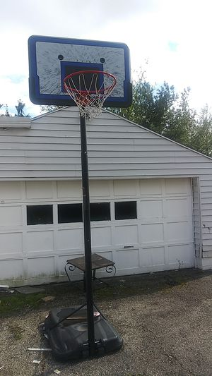 10 ft adjustable basketball hoop for Sale in Columbus, OH