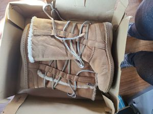 Ugg boots Catalina honeybun size 8 lightly used for Sale in West Covina, CA