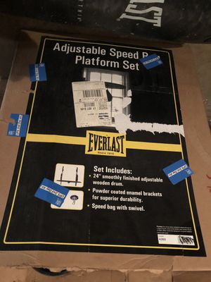 Boxing Set (100lb. Heavy Bag, Hanger, Gloves, & Speed Bag) for Sale in New Haven, CT