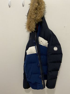 Tommy Hilfiger Padded Winter Jacket with Hoodie for Sale in Chicago, IL