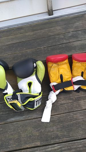 Boxing gloves for Sale in Melrose Park, IL