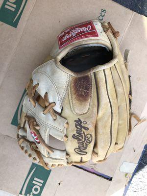 Baseball glove for Sale in Riverton, NJ