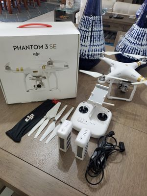 DJI Phantom 3 SE, 2 BATTERIES, charger, extra props, original box, LIKE NEW. for Sale in Cape Coral, FL
