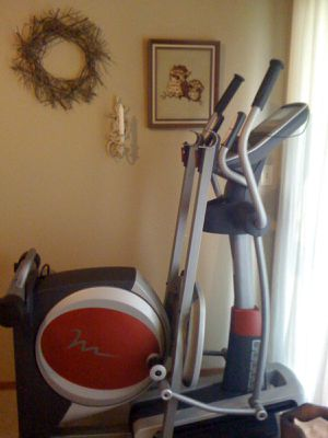 $150 used in great condition proform 440 es exercise bike Bicycle iFit 32 On-Board Workout 25 Resistance Levels retail $600 for Sale in South El Monte, CA