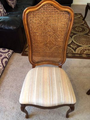 Dining table and 6 chairs for Sale in Fort Belvoir, VA