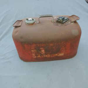 Vintage Marine Gas Tank Evinrude 6 Gallon for Sale in Lake Elsinore, CA