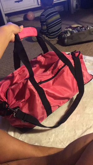 Pink duffle Bag for Sale in Fresno, CA